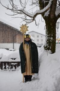 Sternsinger 2018 Gabriel als Sternträger